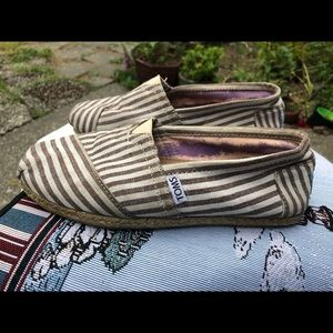 Toms Women's White/Brown Fabric Striped Shoes SZ 6
